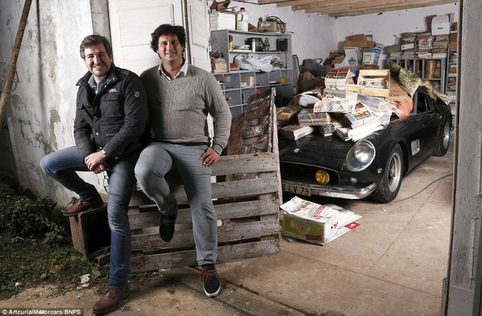 23C3FC7B00000578-2862095-Auctioneers_and_classic_car_experts_Matthieu_Lamoure_left_and_Pi-a-117_1417783104544