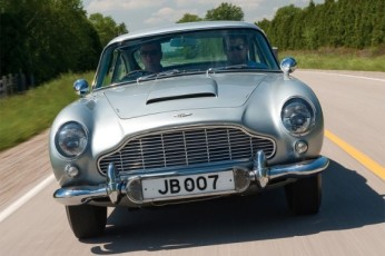 Aston-Martin-DB5-James-Bond-576x384